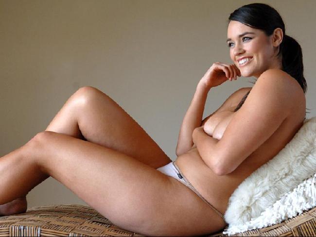 Una mujer con curvas muy atractiva