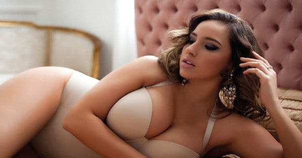 Una mujer rolliza muy atractiva